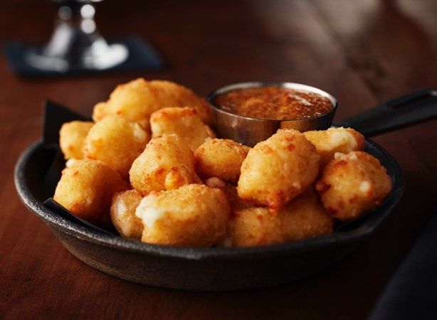 wisconsin-cheese-curd-with-stout-sauce.jpg